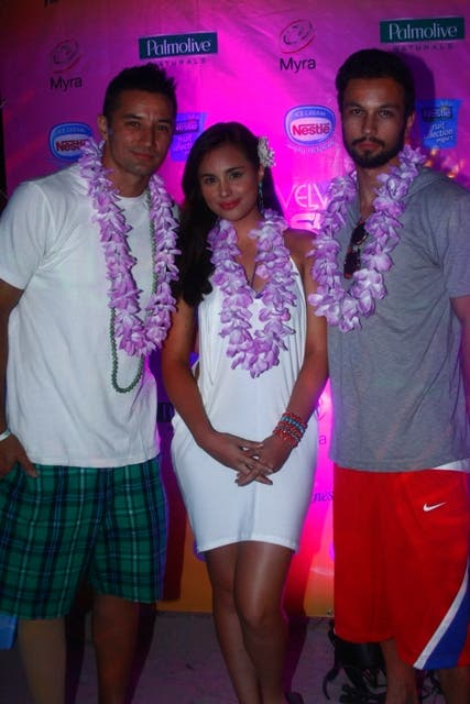 Isabelle Abiera flanked between two hotties, Rich Hardin and