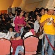 OFWs dinumog ang special screening ng Kung Akoy Iiwan Mo