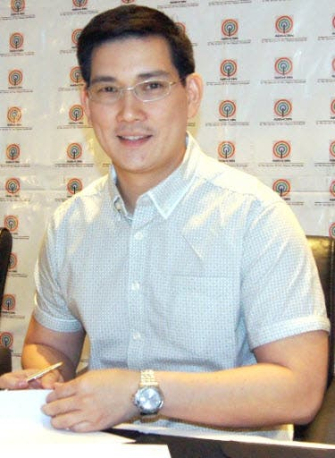 Richard Yap Signs 2-Year Exclusive Contract with ABS-CBN