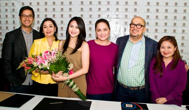 Sarah with ABS-CBN Ent. Head for TV Production Lauren Dyogi,Channel Head Cory Vidanes,President & CEO Charo Santos-Concio,Viva Entertainment Head Vic del Rosario ,& Business Unit Head Joyce Liqiucia