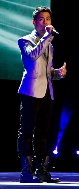 Bugoy Drilon performs Pwede Bang Ako Nalang Ulit