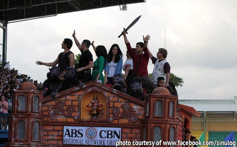 SINULOG_Coco Martin, Erich Gonzales and the rest of the cast of 'Juan dela Cruz' joined 2013 Sinulog Grand Parade