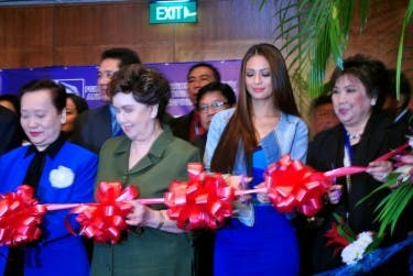 Sam Pinto at ribbon-cutting ceremony with FICTAP board and special guests