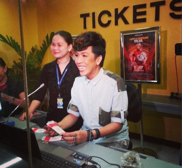 Vice Ganda personally selling his concert tickets at the Big Dome