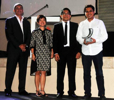 InterAksyon.com Editor-in-chief Mr. Roby Alampay (in white polo) receives a silver trophy at the 2013 UA&P Tambuli Awards. Presenting the award are (L-R): Mr. Michel Borelli, Managing Director of Lowe Vietnam; Ms. Joanna Mojica, Managing Director of Starcom MediaVest Group and Mr. Robert Labayen, Creative Communication Management Head of ABS-CBN.