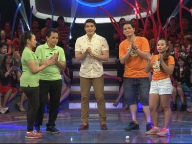 Demai and Glen vs MOR DJs Popoy and Eva Ronda in Minute to Win It