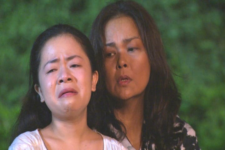 Kiray with Tetchie Agbayani in a dramatic scene in MMK