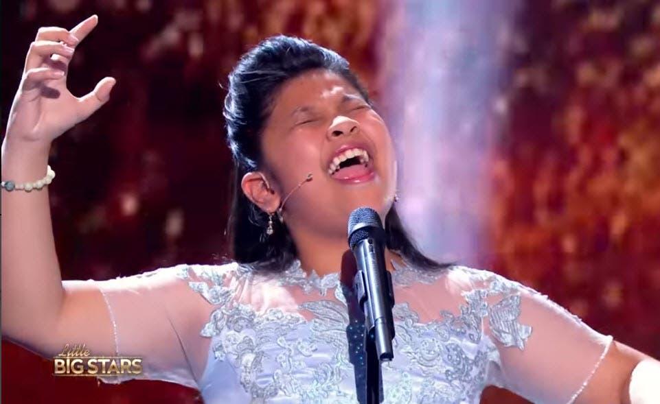 elha nympha sings chandelier in little big stars france